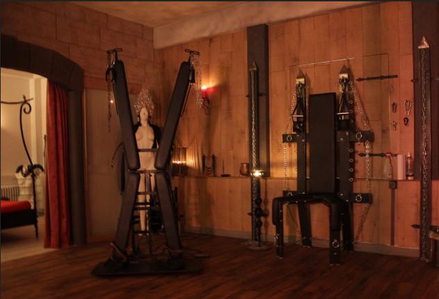 Kreuz und Stuhl